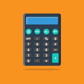 Sininen taskulaskin on oranssilla pöydällä. Sillä lasketaan kielentarkistuksen, oikoluvun ja tekstitöiden hinta.